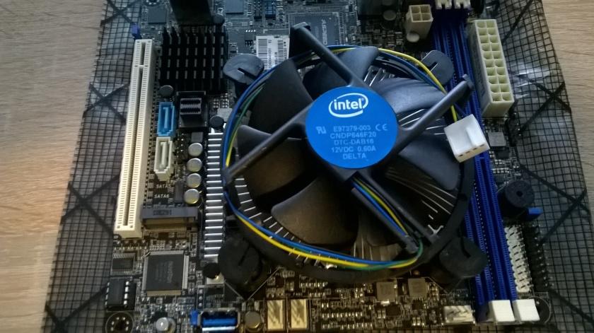 Intel Boxed Kühler mit Push Pins