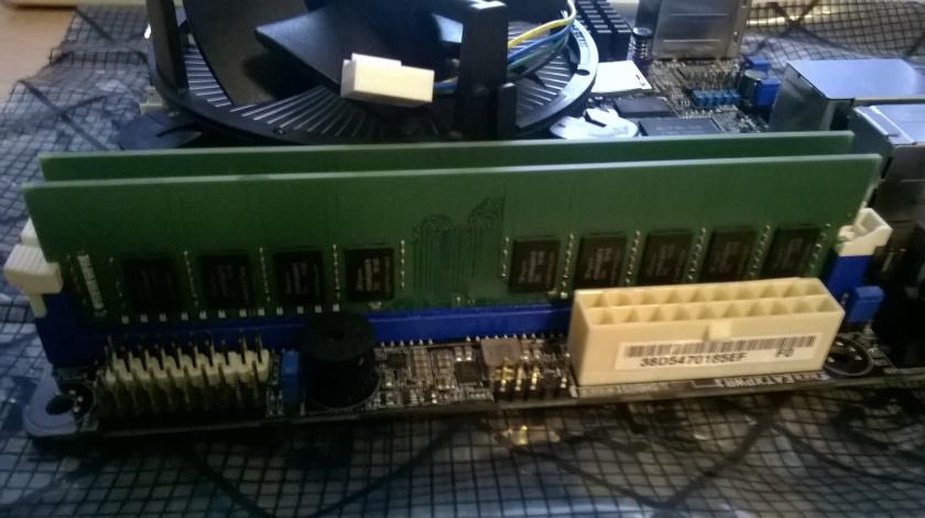 2x 8GB KVR21E15D8/8HA DDR4-2133 ECC DIMM